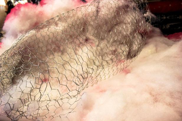 Trải sợi polyester và phun sơn