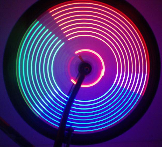 hiệu ứng đèn LED độc đáo cho bánh xe đạp