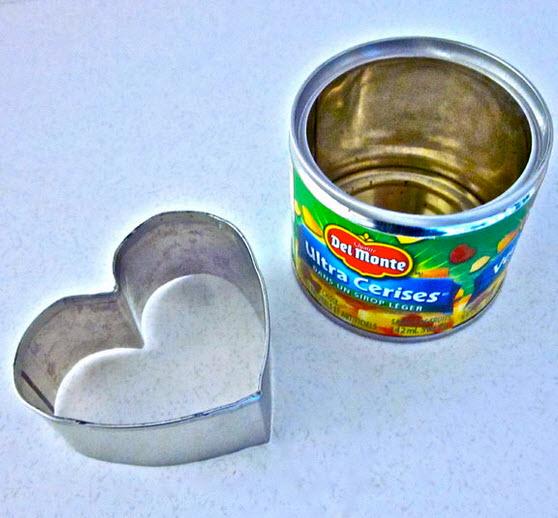 khuôn cắt bánh hình trái tim từ lon thiếc
