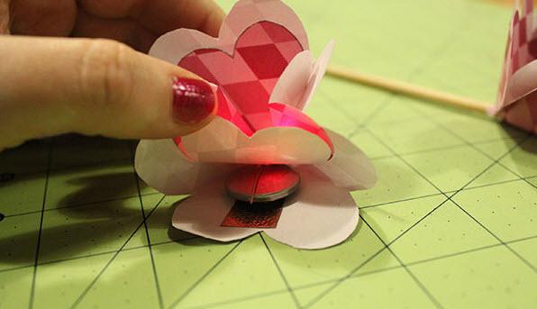 làm hoa giấy đèn LED