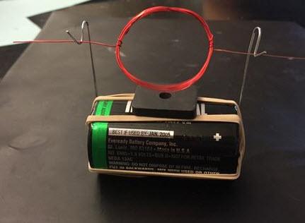 động cơ điện từ với pin và nam châm