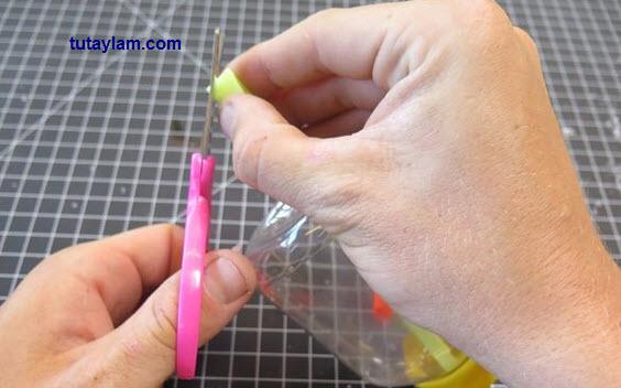 làm cây sáo thổi từ chai nhựa