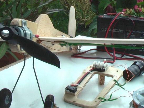 làm máy bay mô hình R/C điều khiển có dây