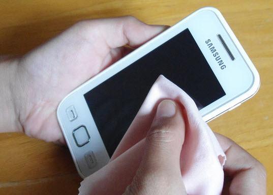 vệ sinh màn hình smartphone và tablet