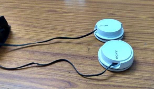 Gỡ các tai phone từ tai nghe chính